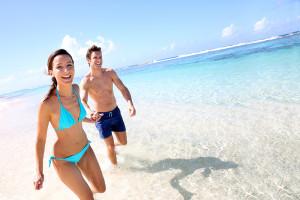 BRAND-11093-couple-beach